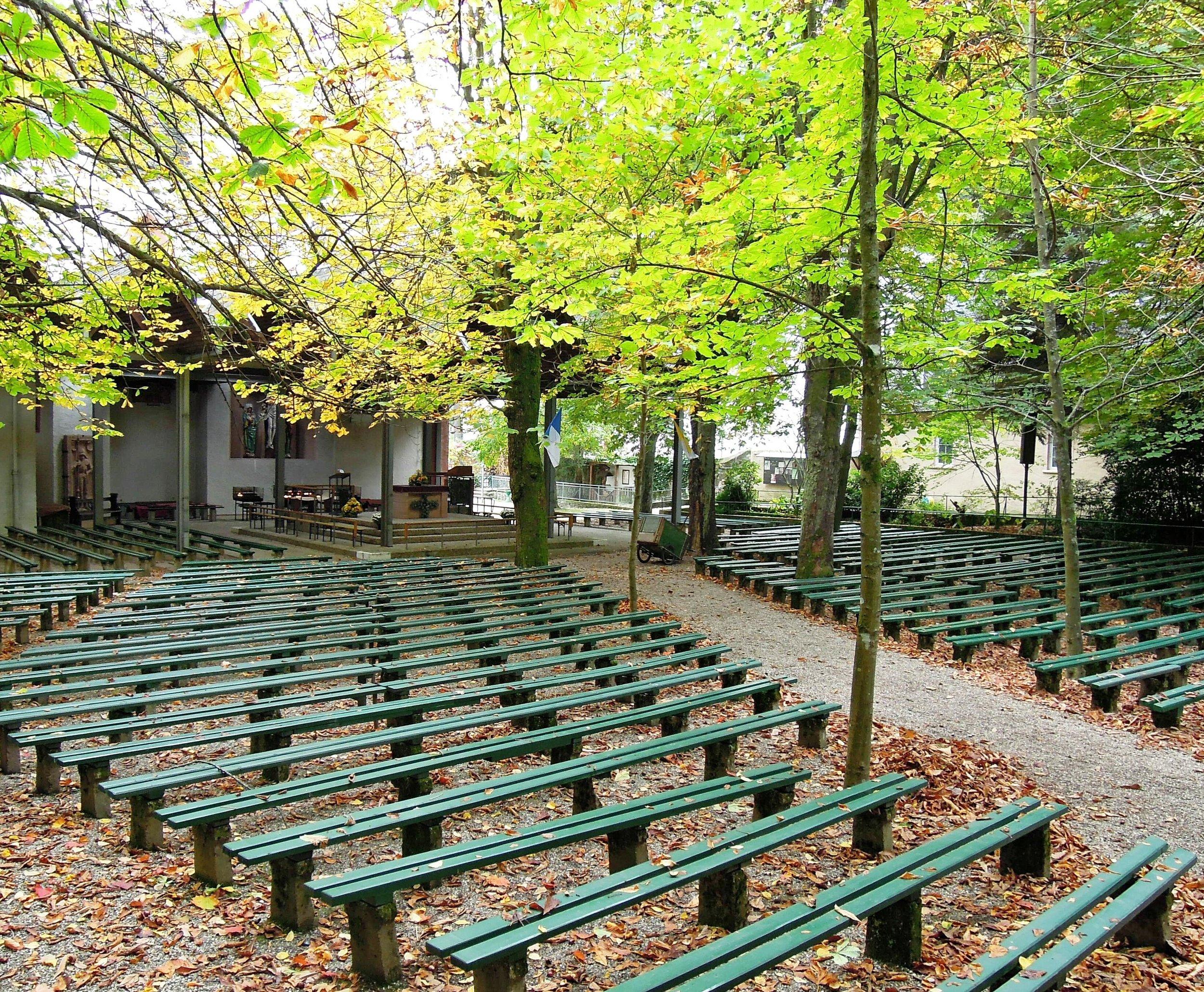 benches-192707.jpg