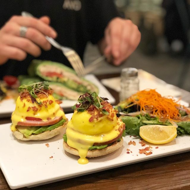 But first, BRUNCH! 😍🍳🥑🍞