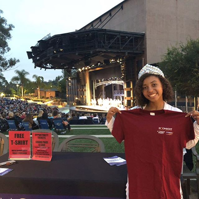 We were at the #moonlightamphitheatre in #brengleterracepark for opening night of the Newsies production. We helped with opportunity tickets and then got to watch the show! #cityofvista #vistaca #pageantlife #pageantsisters #missvista #missteenvista #missvista2018 #moonlightangels