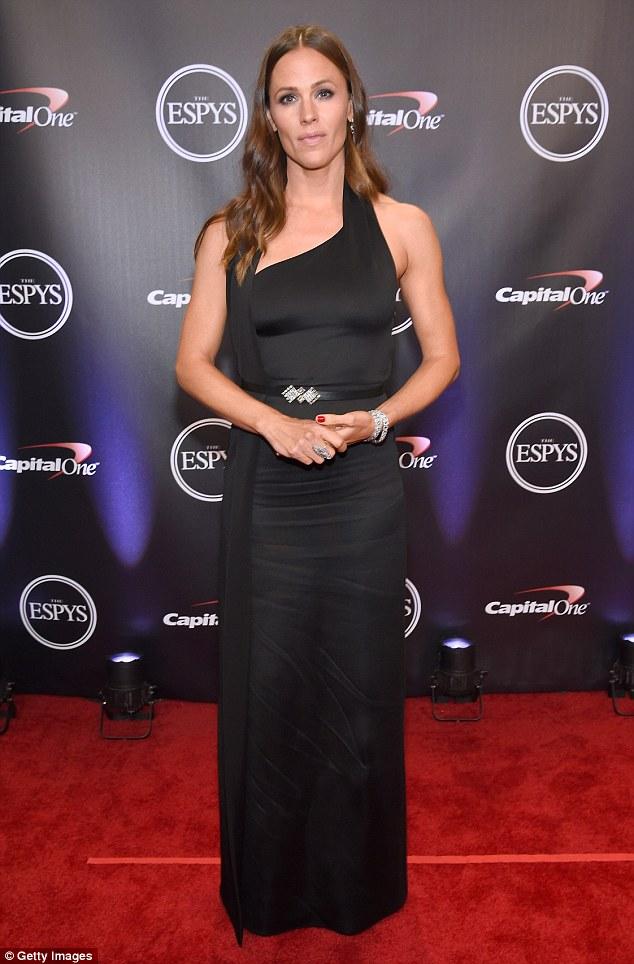 Daily Mail: Jennifer Garner at the 2018 ESPY Awards • July 19, 2018