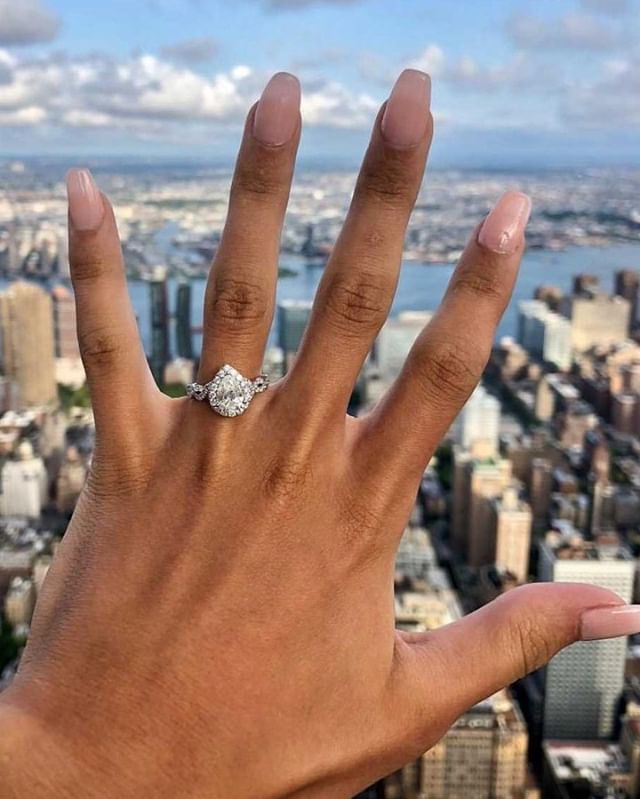 Pear-shaped perfection! Tag a friend who wouldn't mind this view! . .  @kayjewelers 📸@madisonlaberge  #NeilLaneJewelry #shesaidyes #engaged #ringselfie #engagementrings #NYC #springishere #engagedlife #weddingring