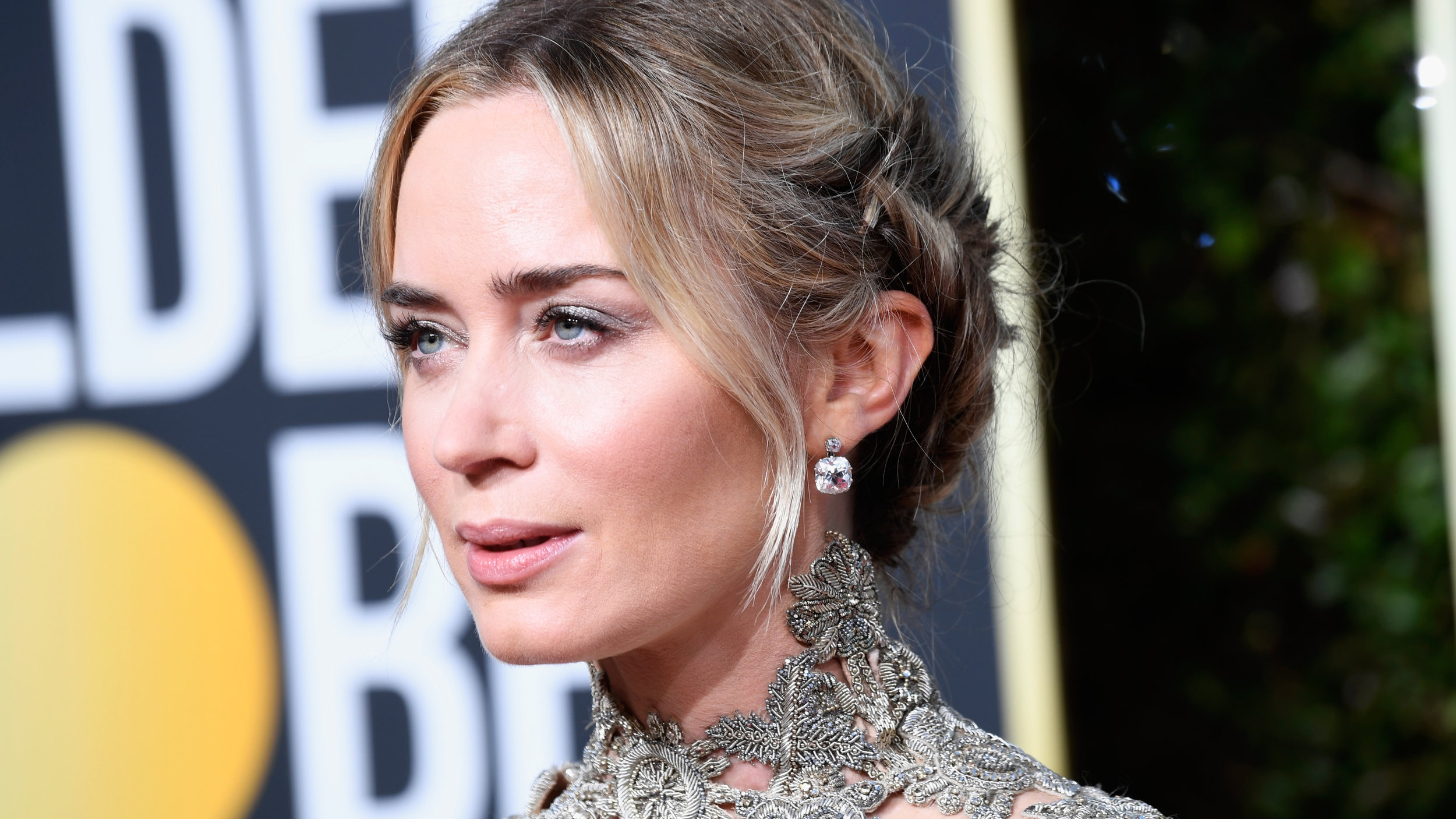 Style Caster: Emily Blunt at the 2019 Golden Globes • January 6, 2019