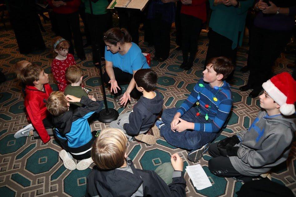 Rachel Binger sings with kids at the Willard Hotel, 2018
