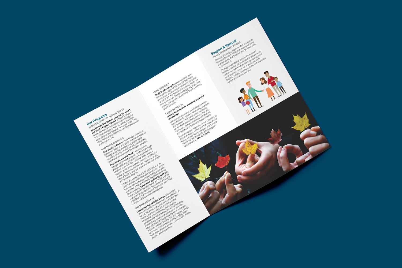 umoja-mockup03-brochure02.jpg