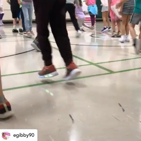 #repost @egibby90 The Henderson Hawks are awesome!! 🤩 We had such a great time shaking the break! Thank you for having me 🥰 #dancepl3y #bubbleofawesome @dancepl3y @pl3yeducation @pl3yeducation.oneast