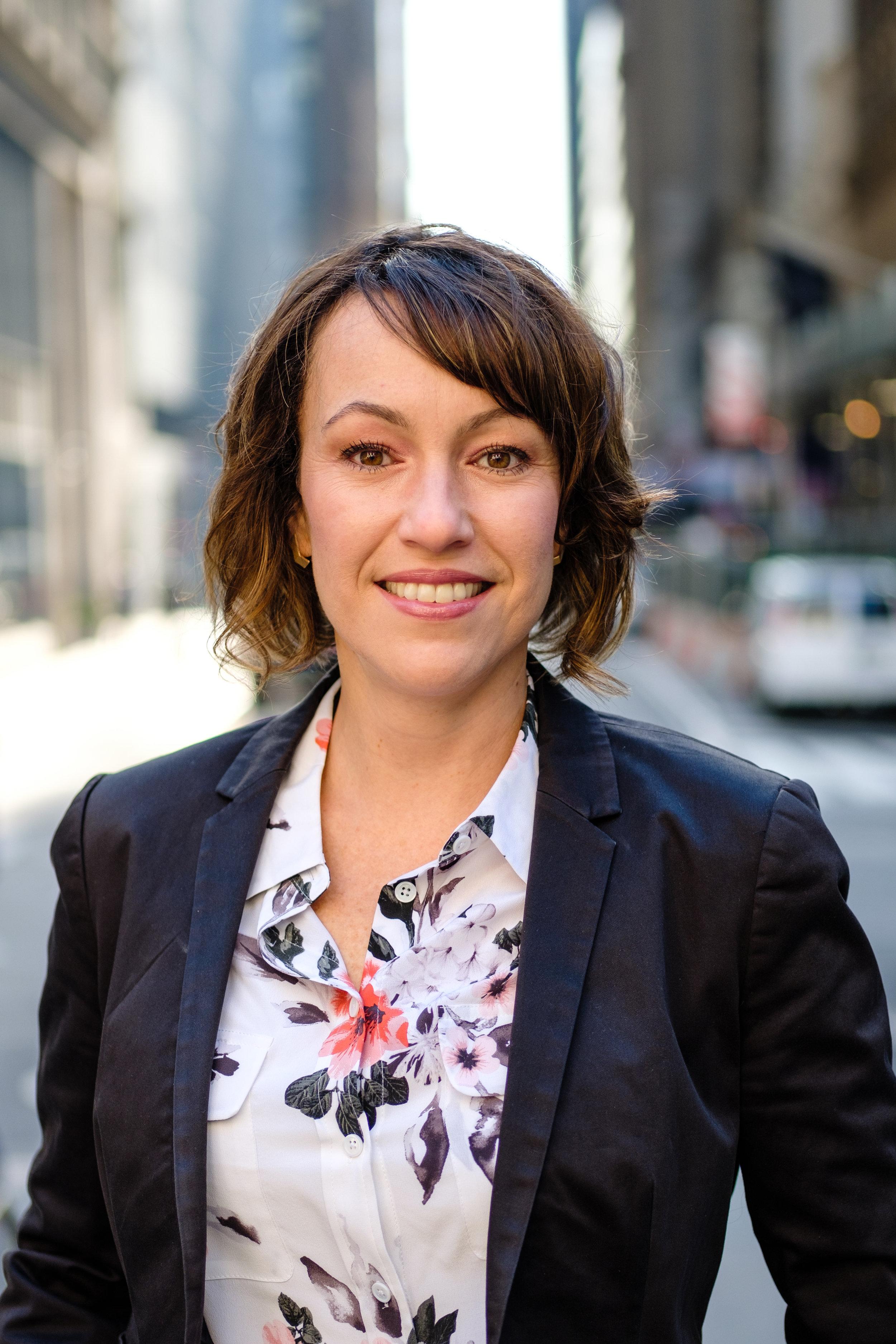 Debora Barros, Associate