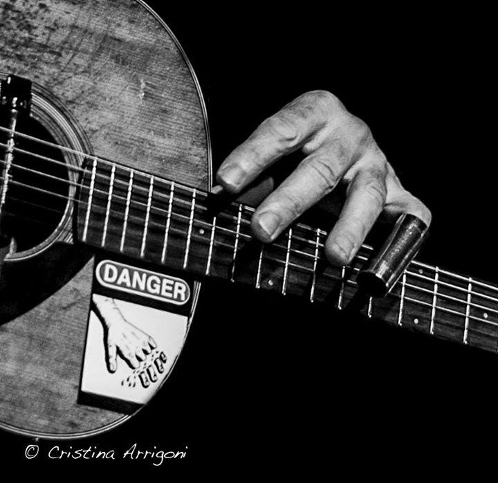 acoustic_hand.jpg
