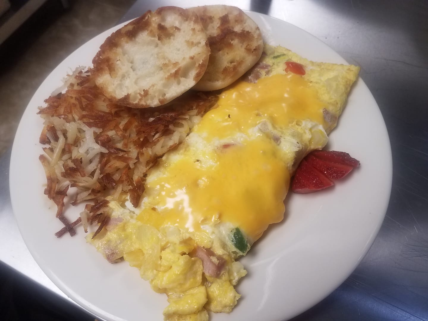 3 egg Western Omelet with shredded hashbrowns and a grilled English Muffin