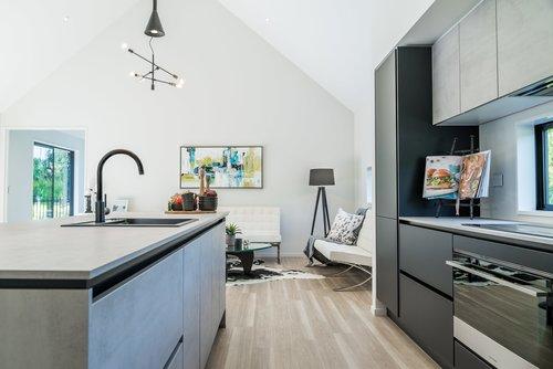 Kitchenleft-small.jpg