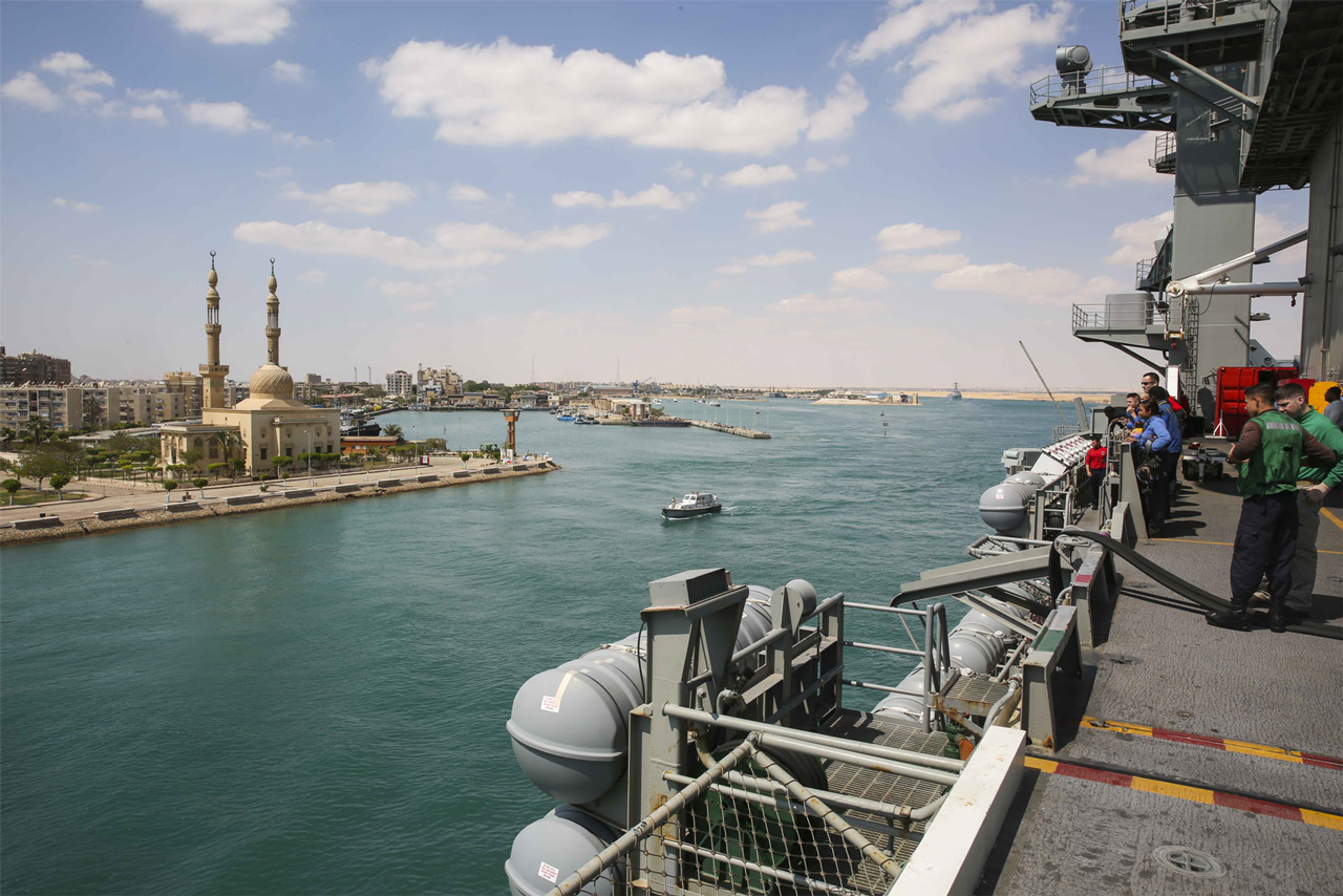 The USS Abraham Lincoln passes through the Suez Canal on May 9. // Department of Defense