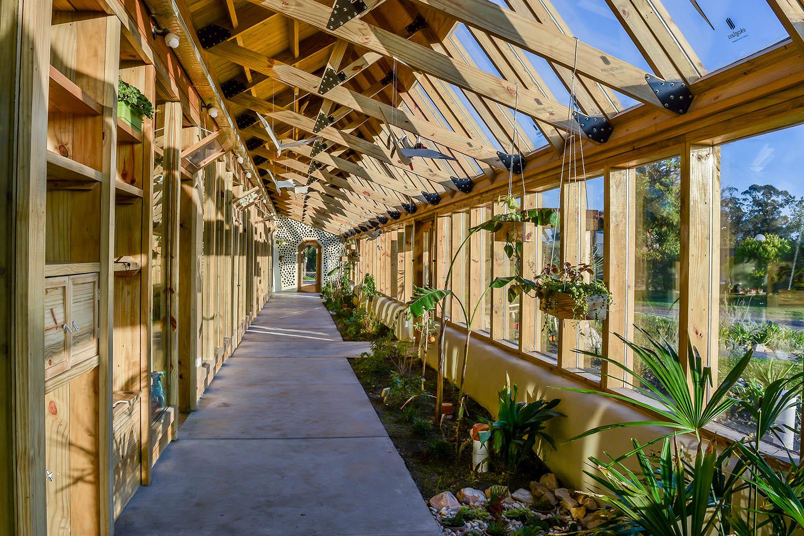 UES.2018.05.pasillo celdas botánicas puerta E-hq.jpg