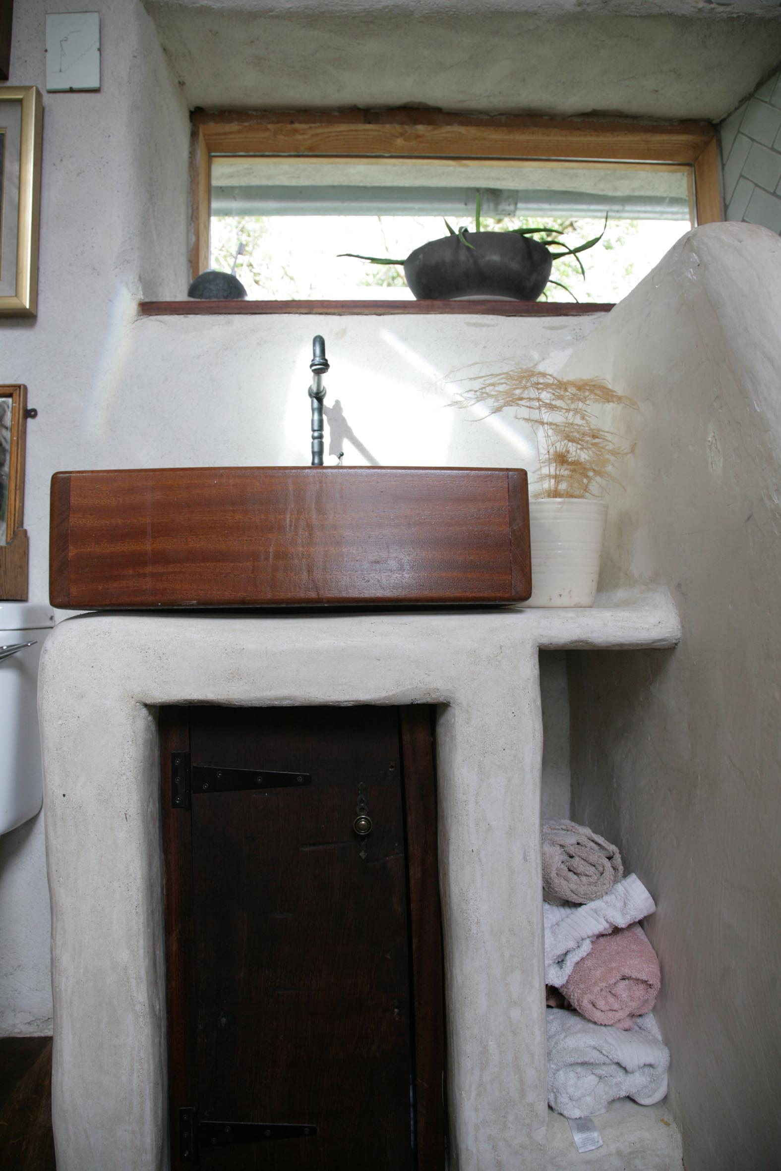 Bathroom: Mahogony / Teak / Tadalakt / Lime