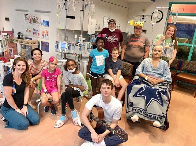 @alecbenjamin There's no words to express the amount of joy, love and light that you brought to the patients, parents and everyone involved while you were here. We appreciate how much you poured into every song. THANK YOU, on behalf of @texaschildrens & @ampurroom!!! 🧡💜💛💙💚❤️