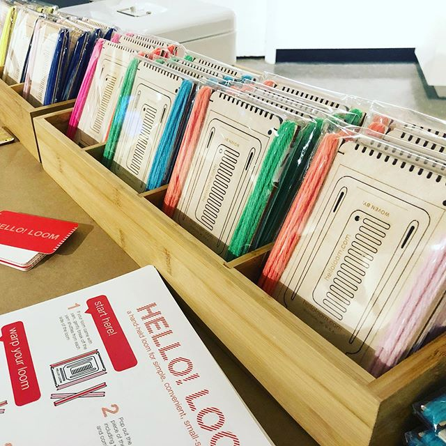 Hello Looms making new friends at the @surface_design conference! #weaving #littleloom #weaversofinstagram #helloloom #fiberartists #samplingloom #educational_kit #weaveamessage #surfacedesignassociation #vav #lasercut #integrateddesign