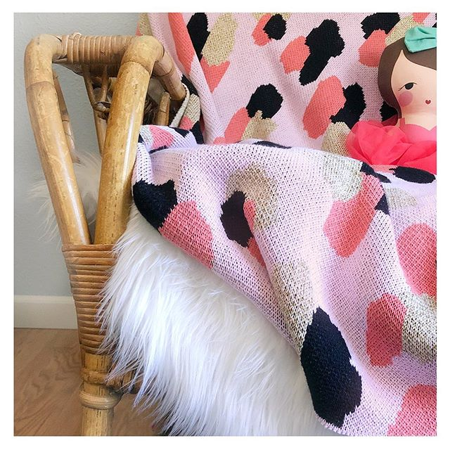 ✨Good morning Good morning :) ♡ ♡ ♡ ♡ ♡ ♡ ♡ ♡  #prettyinpink #homedecor  #ecocotton #gifted  #recycledcottonyarn #kidsblanket #slowandsimpledays #worldoflittles #interiorsforkids #littlepiecesofchildhood #let_there_be_delight #girlsroom