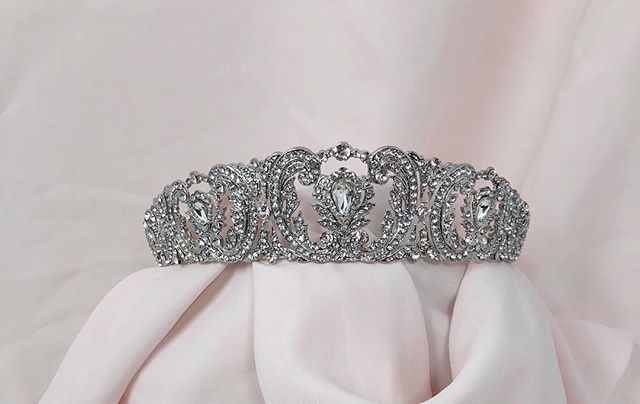 Duchess Tiara; fit for a Queen 👑 #weddingphotography #weddingdress #engagementring #engagementphotos #wedding #weddingparty #isaidyes #isaidyestothedress #ido #engaged #bridalinspo #weddinginspo #weddingmakeup #weddinghair #weddingjewelry #weddingplanner #weddingphotographer