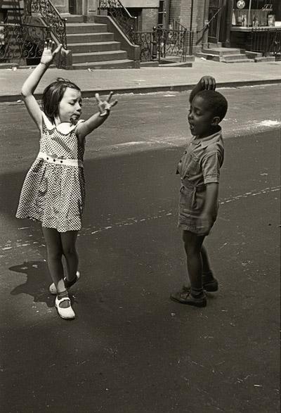 dancing-kids-helen-levitt-e1506378406304.jpg