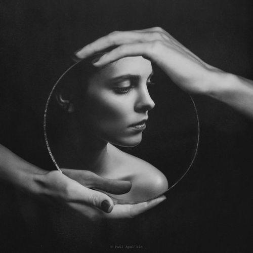 mirror of self-reflection Paul Apal'kin.jpg