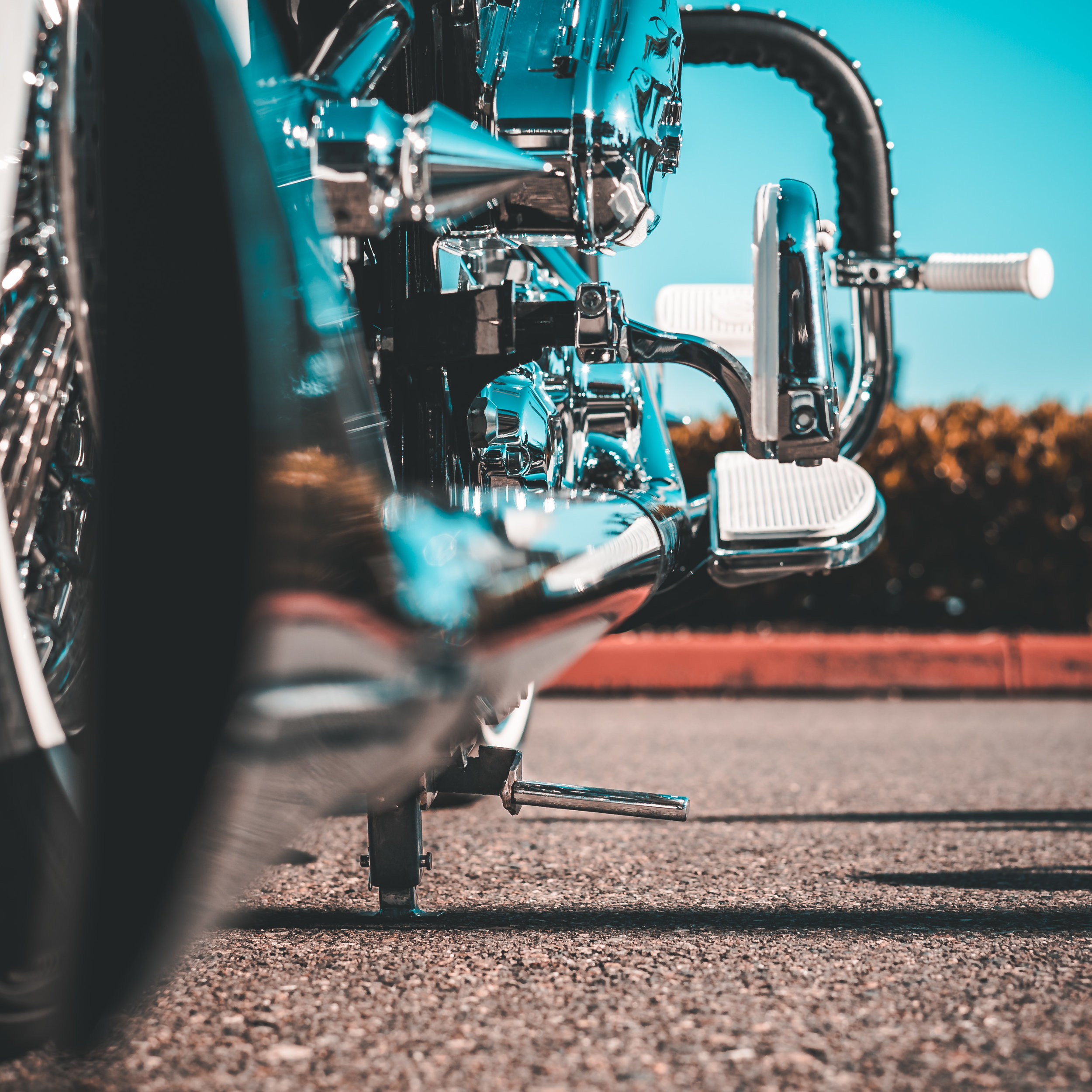 Requirements for the use of this center stand: - • Must be a Harley Davidson softail• Must be 2017 or earlier models ( does not fit Rocker or Breakout)• Must have rear air ride• Stands for dual and fishtail exhaust available