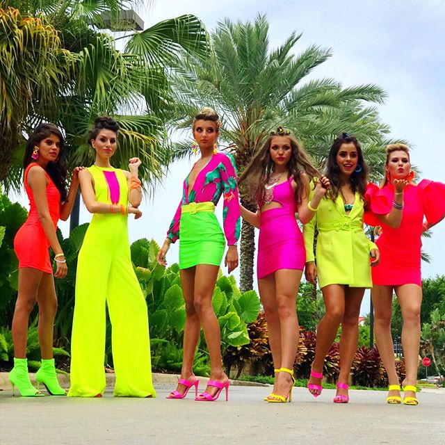 Bringing you our latest collection with @thewetbrush ... NEON TROPICS 🌴🍌🌺🦜 . . . ⠀⠀ Hair by: @vasified @ginamichellehair @kaley.joy.wittnik Models: @rylinutah @milafranciscoo @crazyrussianv Wardrobe: @fashionnova @feloniouspanda Makeup: @michelereneethestudio @lizfaithy #thewetbrush #modernsalon #hairshow #premiereorlando #ittakesapro #saloncentric #neontropics #hairartist #platformartist #photoshoot #neonacceaaories #studiovasi #behindthechair #bioionic #vasified #photooftheday #photographer #creativepreneur #hairstylist #modernsalon #hairlove #hairartist #hairbrained #hairobsessed #amazinghair #hairmagic #behindthechair