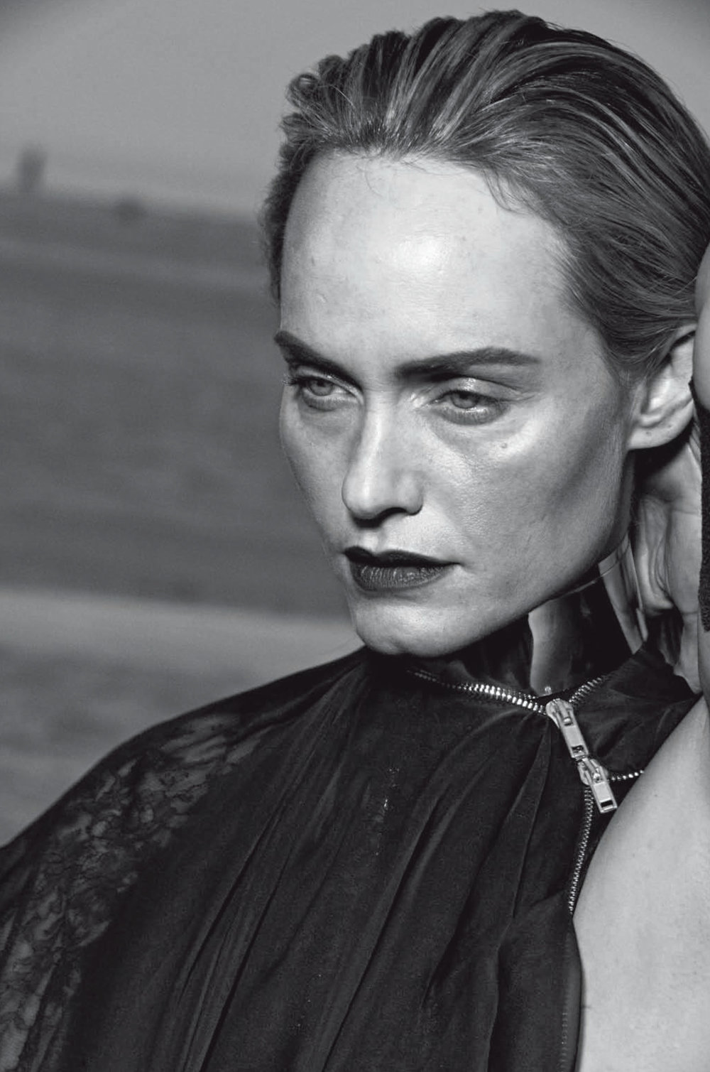 AmberValletta-VogueItalia-Feb13-PeterLindbergh_12.jpg