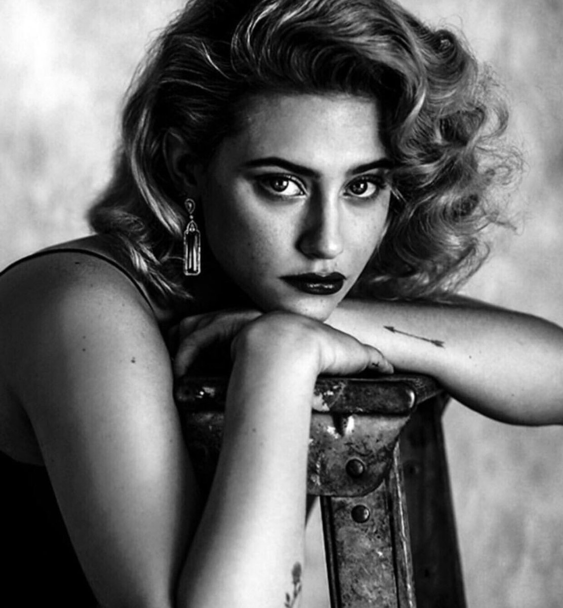 Lili-Reinhart-Photoshoot-By-Damon-Baker-December-2018-lili-reinhart-41761717-1112-1200.jpg