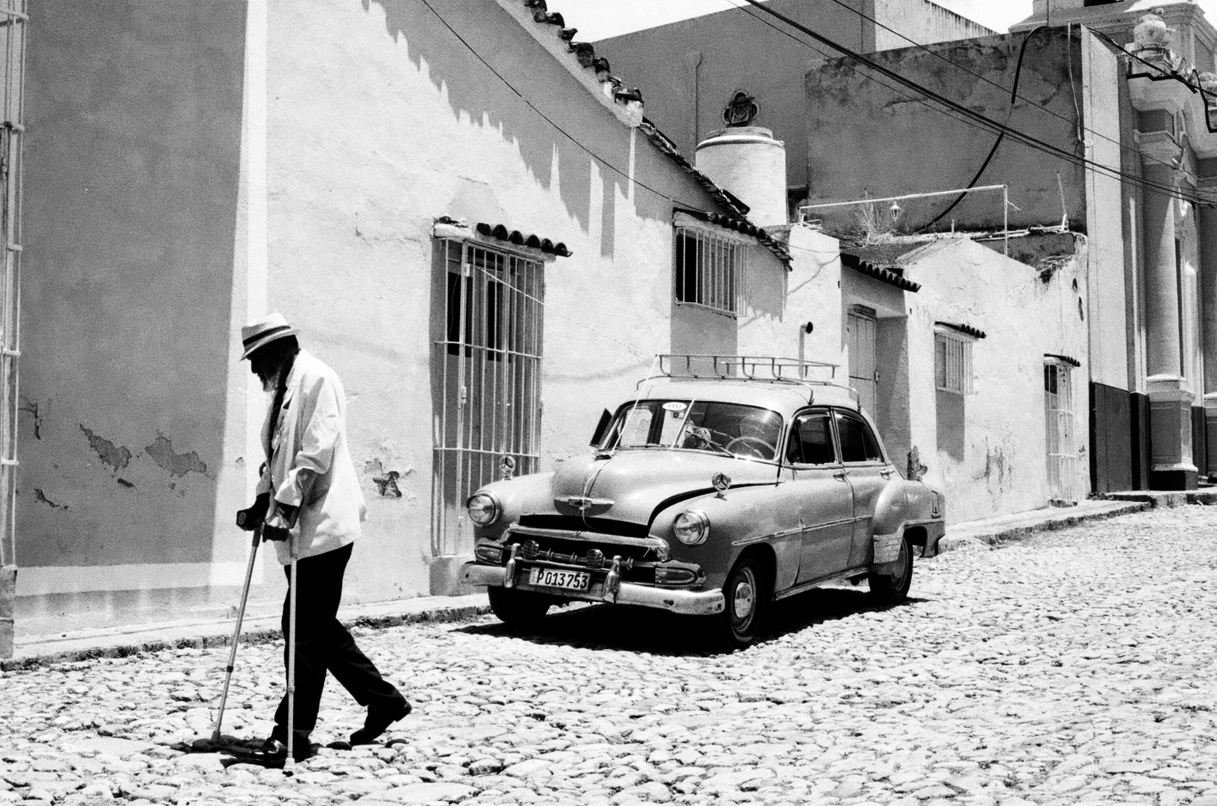 Trinidad, petite ville au centre du pays, attire de nombreux touristes avec ses rues pavés et ses galeries d'art. Ici, un vieux cubain digne d'un membre de Buena Vista Social Club.