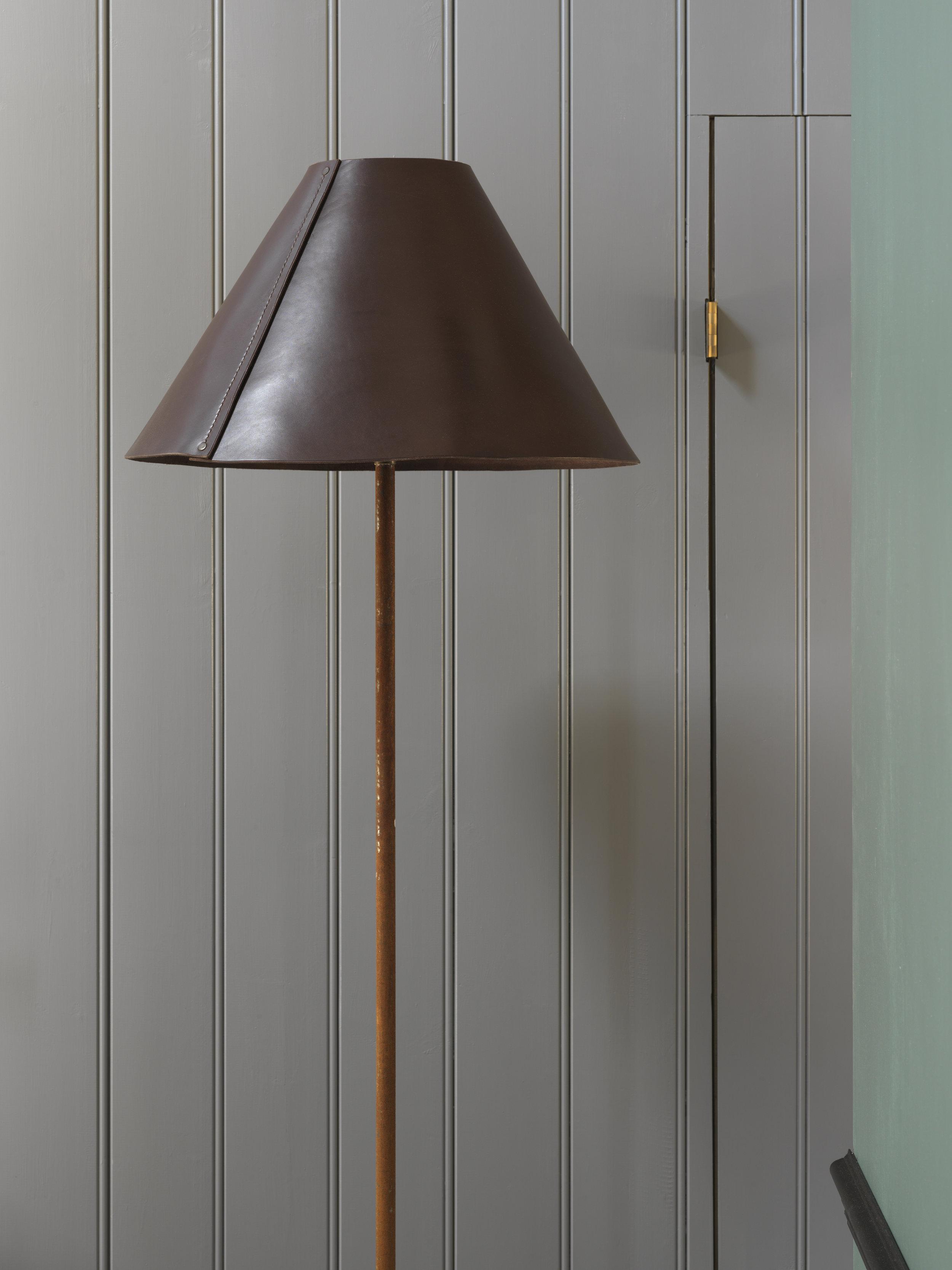 Standard_Lamp_02.jpg