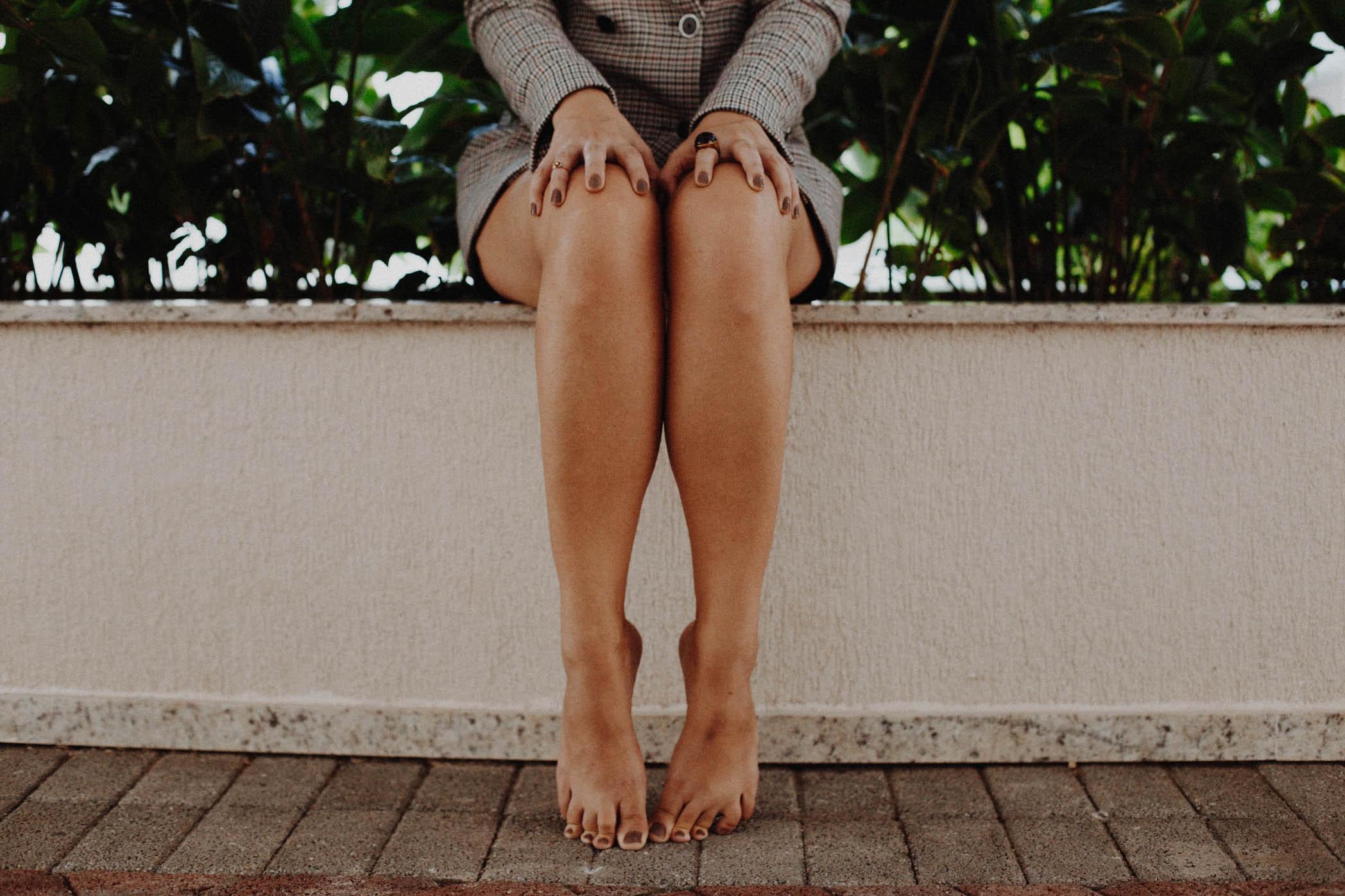 barefoot-daylight-dress-839605.jpg