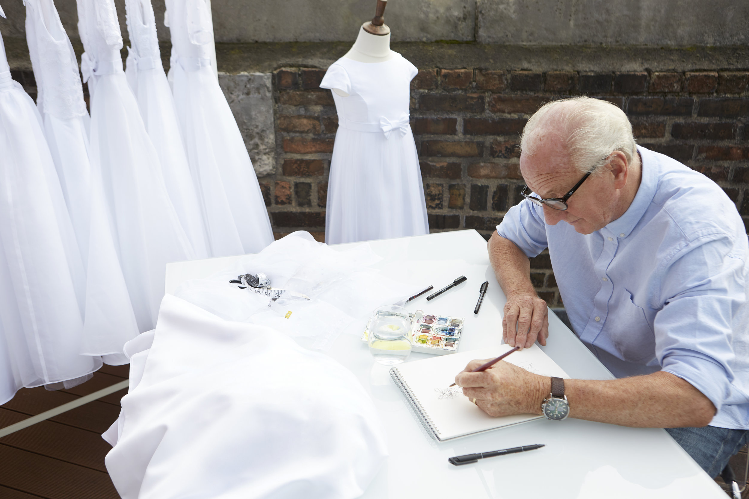 Paul Costelloe Sketching.jpg