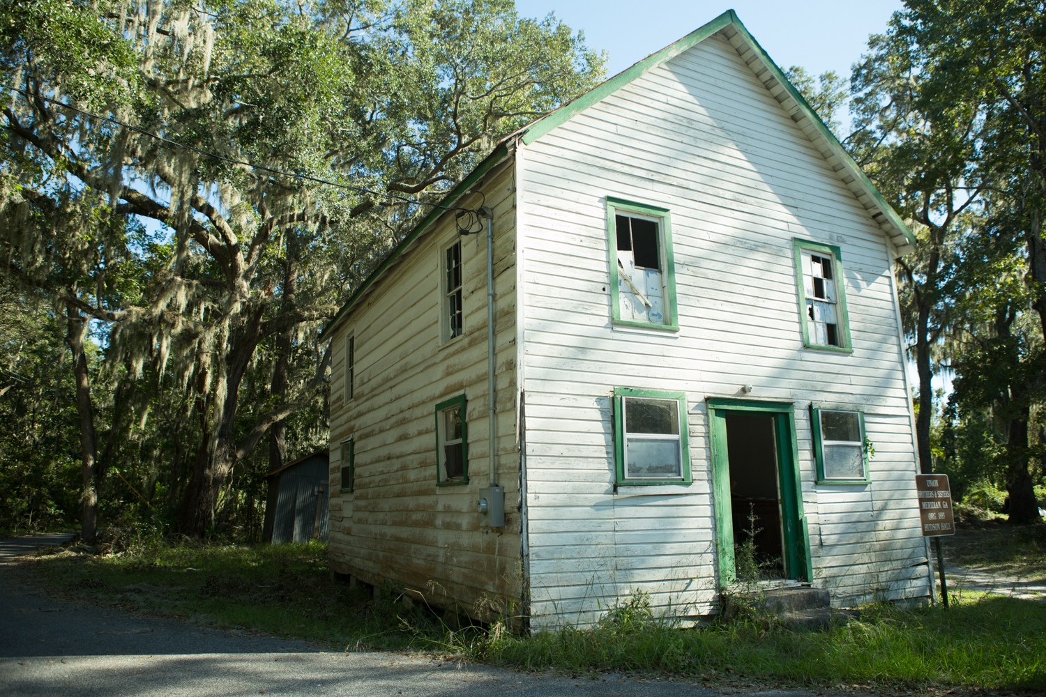 This now-abandoned building was established around 1900 to replace the original mission lodge of the Union Brothers and Sisters from the 1880s. It has been a schoolhouse, hosted secret meetings, and been a base for the Hudson Home Society, which financed funeral services for African-American locals in McIntosh County.