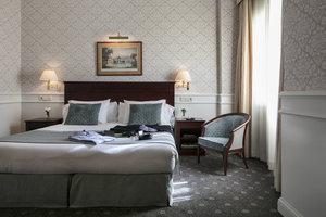 Hotel Emperador, Madrid - Hotel Emperador es un destino rico en leyendas e historia. Durante la segunda mitad del siglo XX, el hotel recibió a sus primeros huéspedes para luego presenciar diferentes eventos relacionados con la historia de España, incluida la coronación del Rey Felipe VI y Letizia en 2014.
