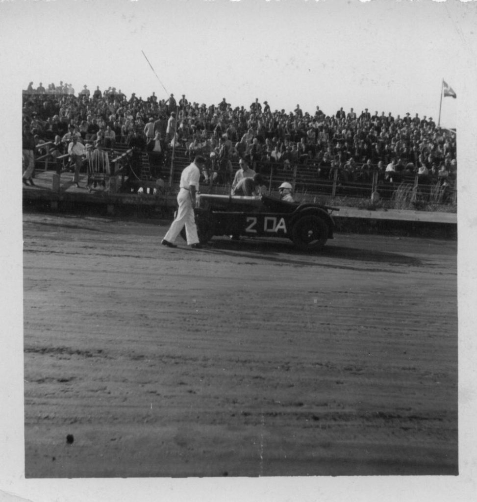 J4005 competing at Langhorne Speedway, 1948