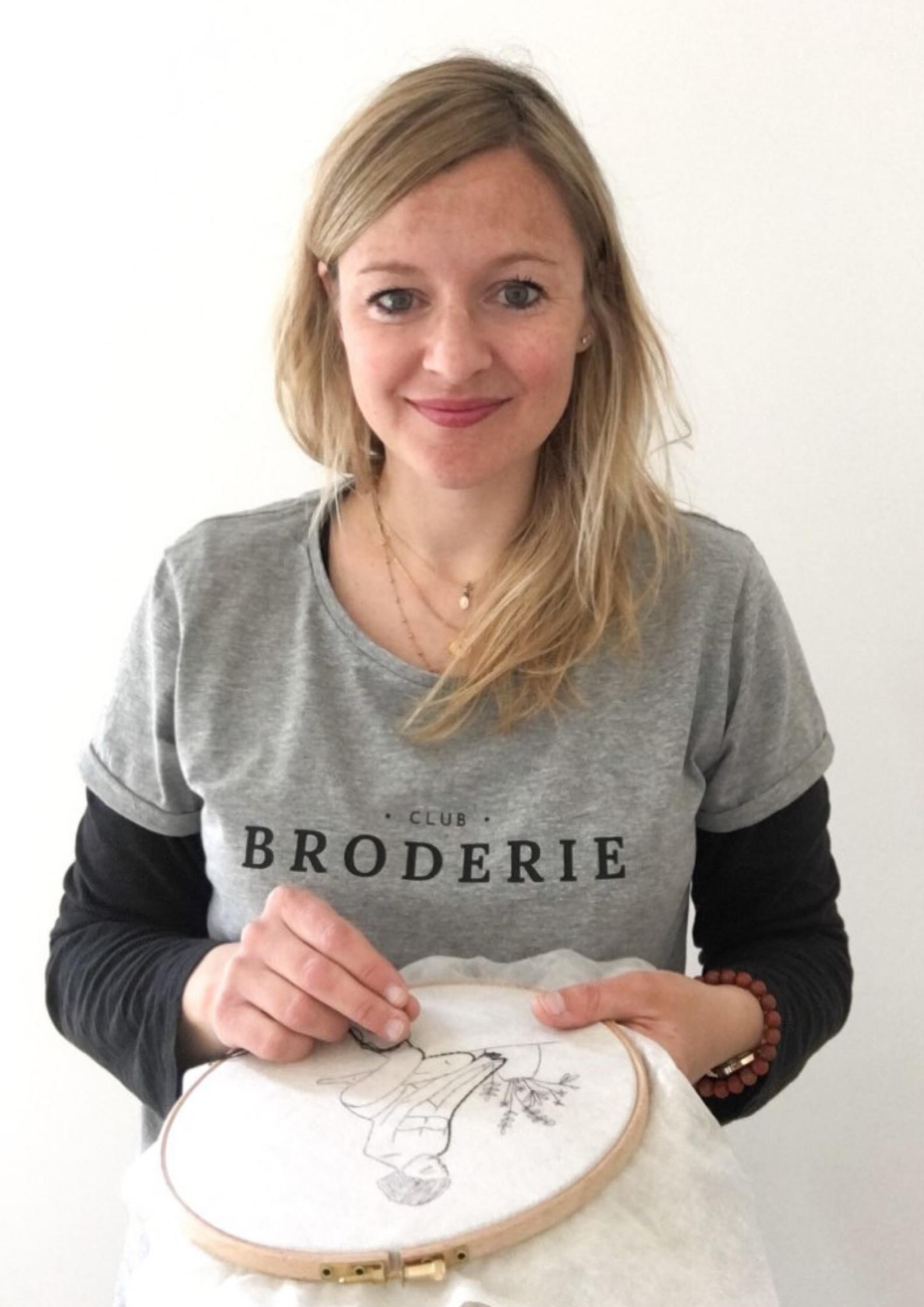 Caro Tricote est la Présidente du Club Broderie.
