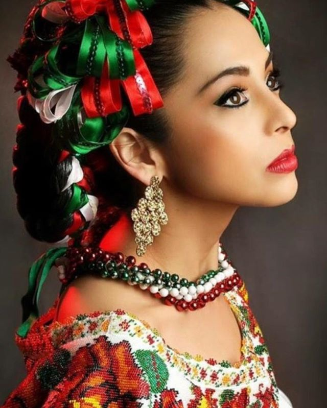 When a Mexican girl turns 15, it's a custom to throw a BIG quinceañera party for her to symbolize her transition into womanhood 🇲🇽🇲🇽 Dia De Los Muertos is a traditional celebration made to honor the dead and celebrate them as they are believed to come alive. #RepYourFlag tag someone from 🇲🇽 #TheCultureFestival