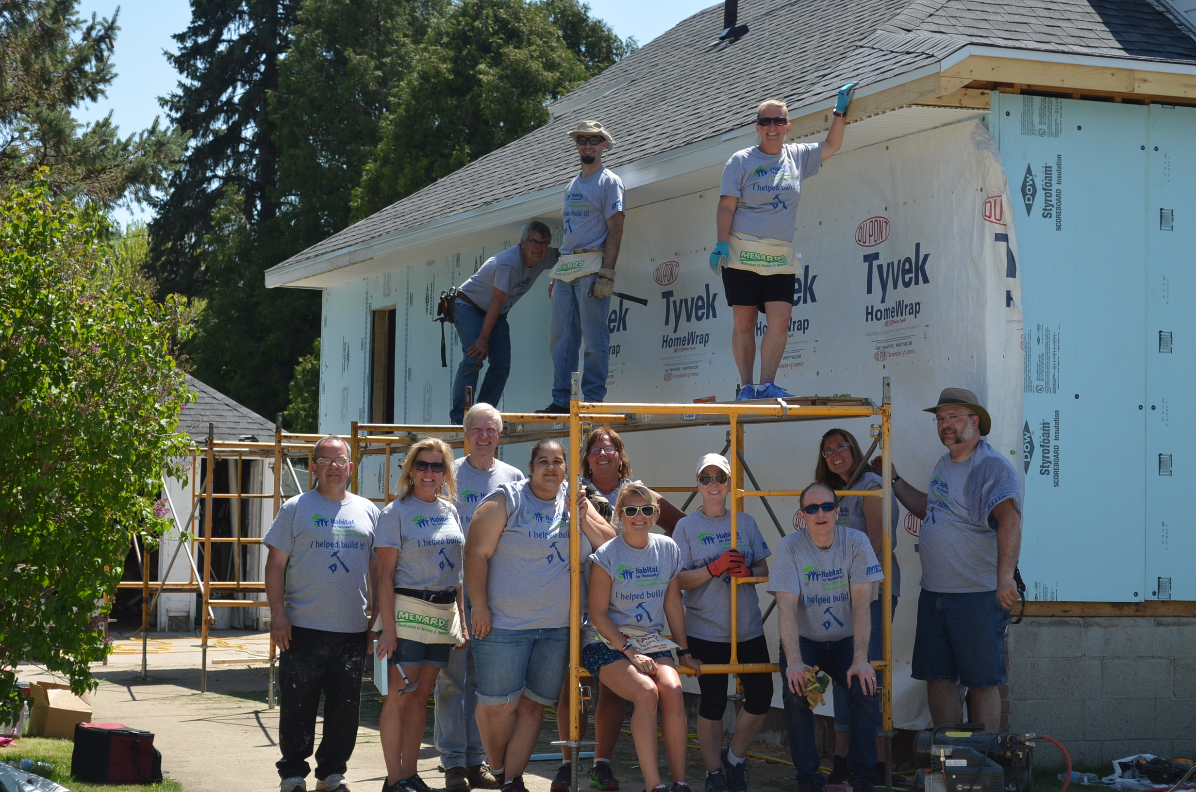 Group of volunteers during Women's Build Week with HFH Washington Dodge.