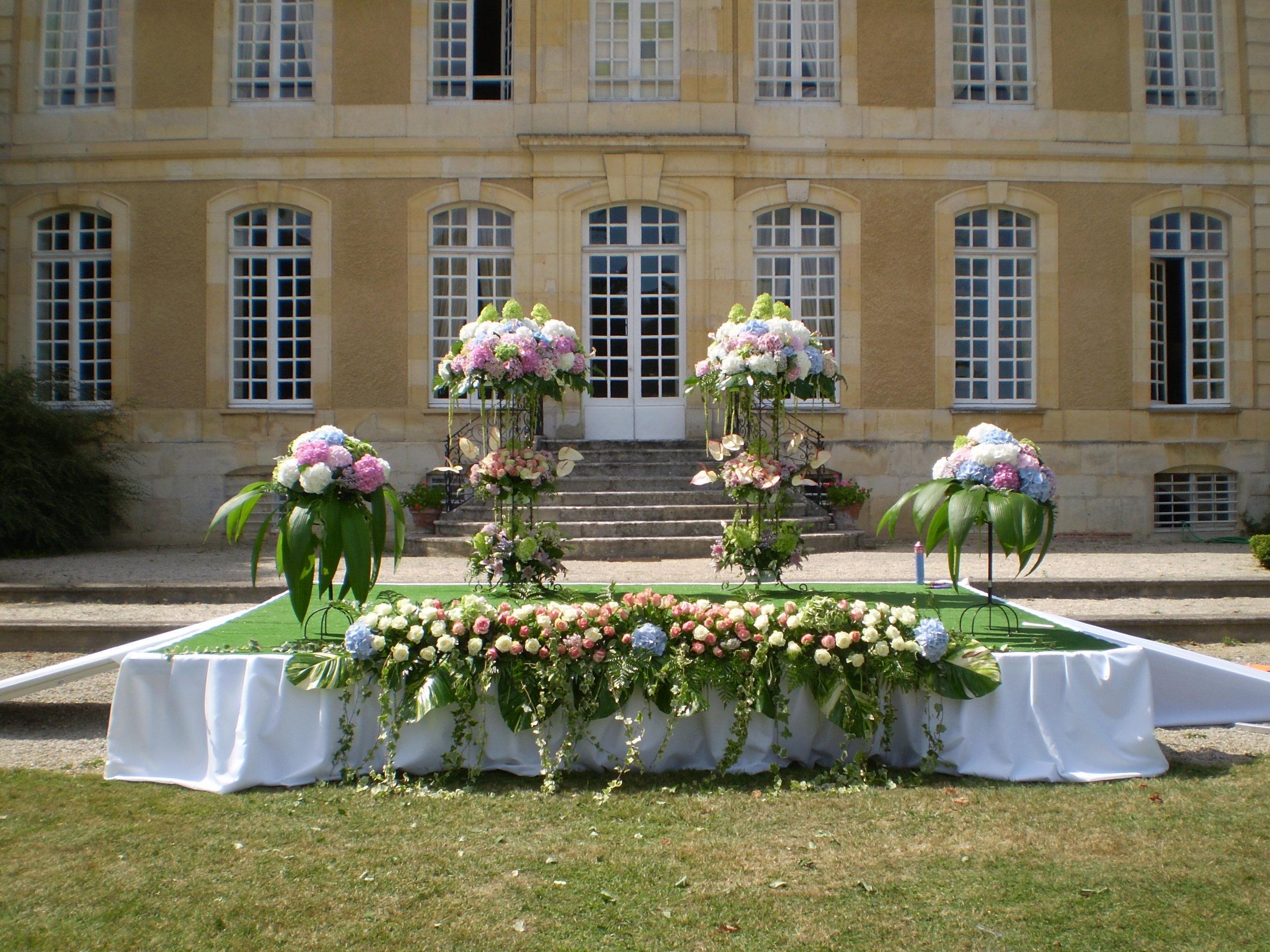 Mariages et fêtes - Cela fait dix ans que le château du Mesnil d'O accueille et contribue à organiser des mariages, des anniversaires, des séminaires.Dix d'expérience au service de votre cérémonie !