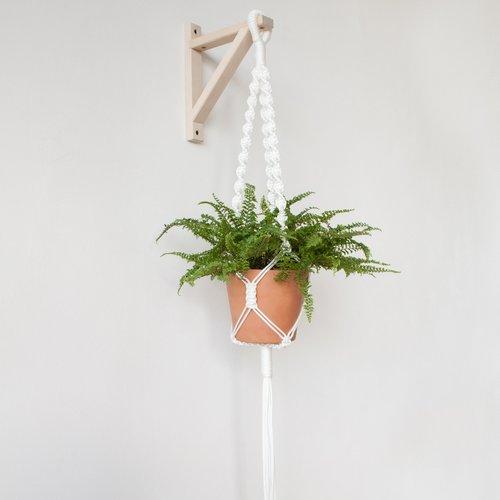 macrame plant hanger.jpg