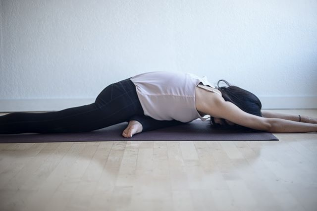 Pigeon Pose or kapotasana . In addition to opening the hips and improving flexibility, extended one-legged king pigeon offers the following benefits:  - Improves energy flow and blood circulation - Improves focus and stills the mind - Stimulates the reproductive, nervous and endocrine systems - Improves digestion  As a modification to ease pressure on the hips, place a booster such as a folded blanket under the hip of the bent knee. For those with limited flexibility, slide the foot of the bent knee away from the hips. For a deeper stretch, move the foot of the bent knee closer to the hips. . . . info from #yogapedia   #yogaforlife #yogapose #yogaforeveryone #yogainspiration #yogaasana #yogajourney #yogaanatomy #sadhana #healthybody #yogastudy #berkeleyyoga #practiceandalliscoming #practicemakespractice #yogalove #asana #livingyoga #yogalifestyle #practiceyoga #practicemakesprogress #selflove #yogaprogress #yogastudent #selflovejourney #mindfulliving #mindfulness