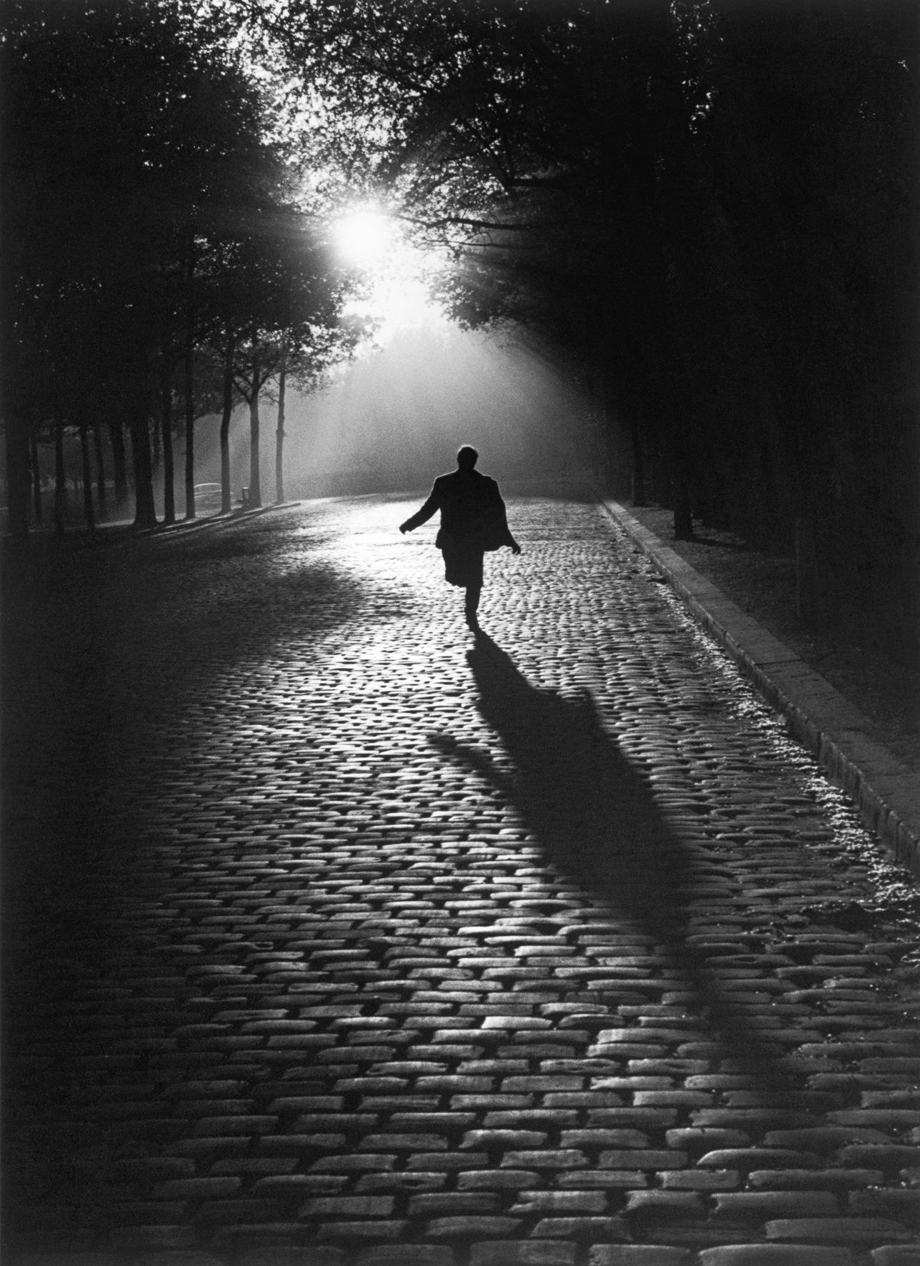 L'homme qui court, Paris, 1953.  Sabine Weiss