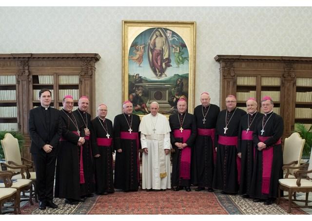 Slovenski (nad)škofje na ad limini s papežem Frančiškom (foto: sl.radiovaticana.va)