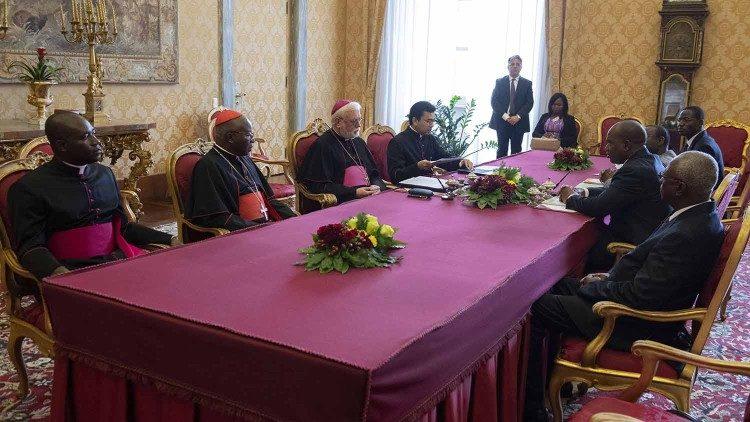 Delegaciji Svetega sedeža in Burkine Faso v Vatikanskem mestu (foto: vaticannews)