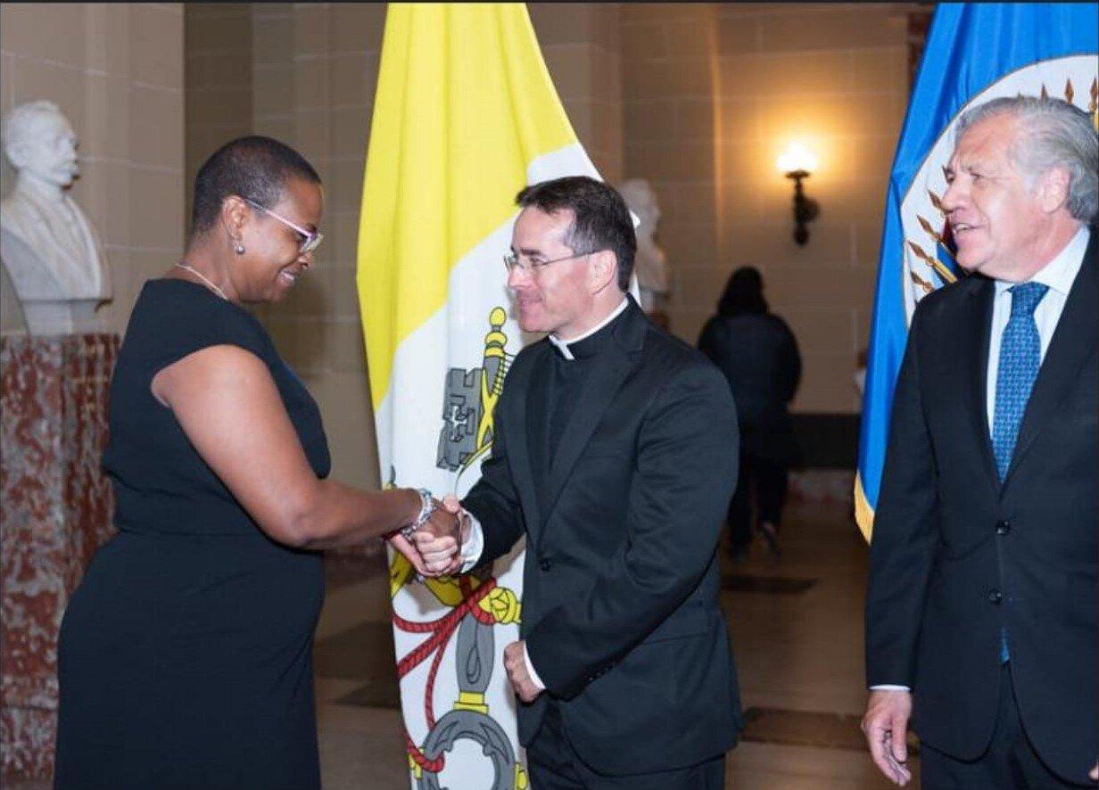 Mons. Miles na slovesnosti predaje poverilnih pisem