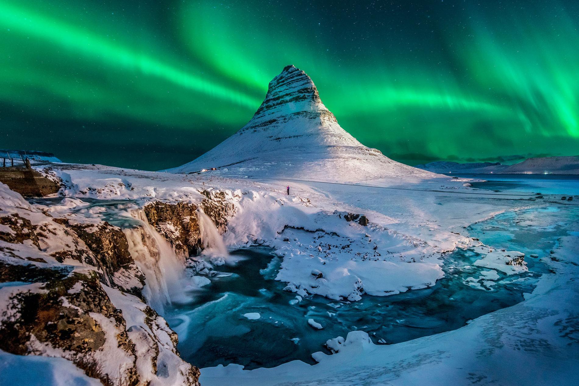 Iceland-mount-Kirkjufell-aurora.ngsversion.1499799777545.adapt.1900.1.jpg