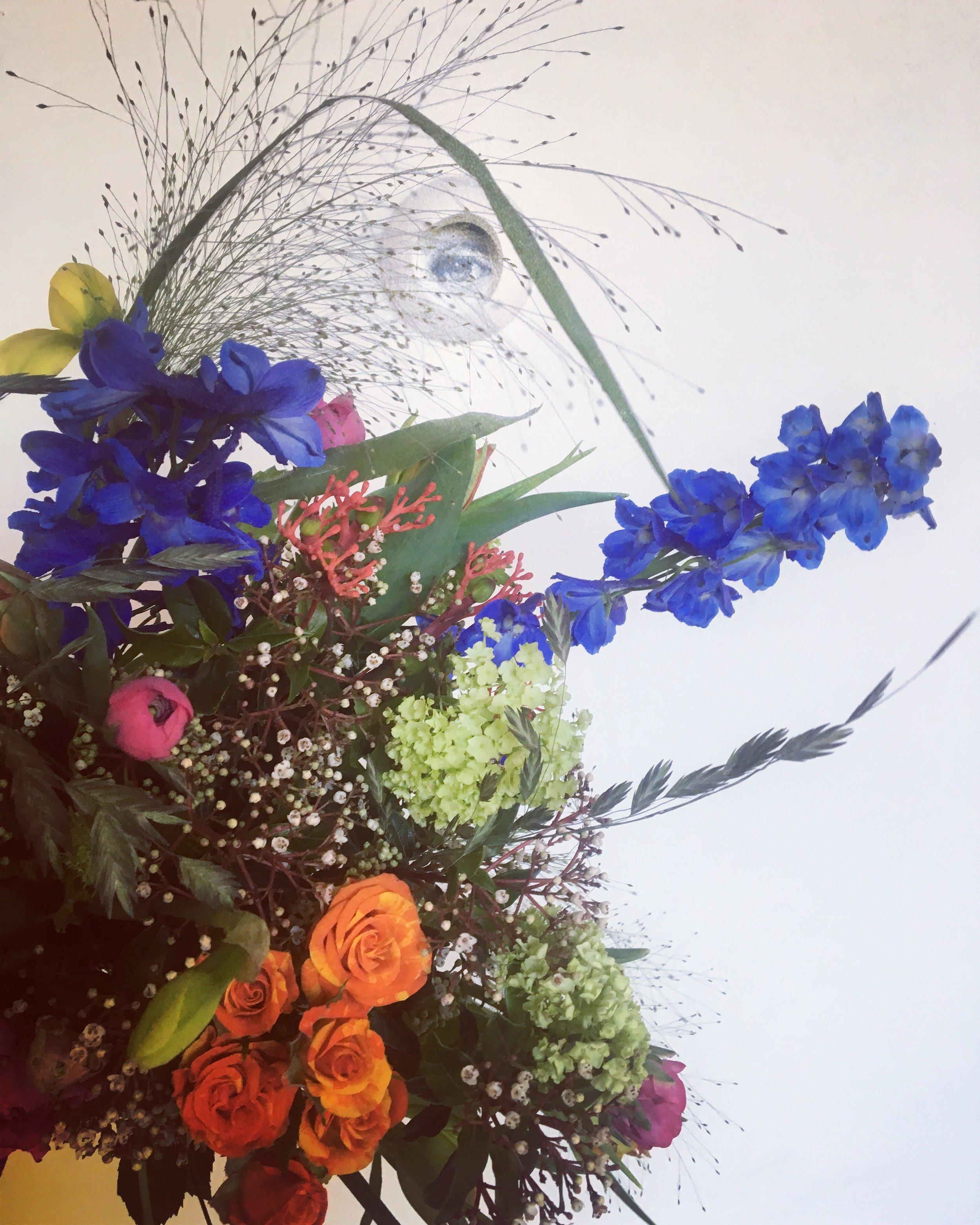 Delphinium, Renoncules, Narcisses, Jatropha, Roses, Viburnum (…) Bouquet & photo by Horty Poetry - February 2019