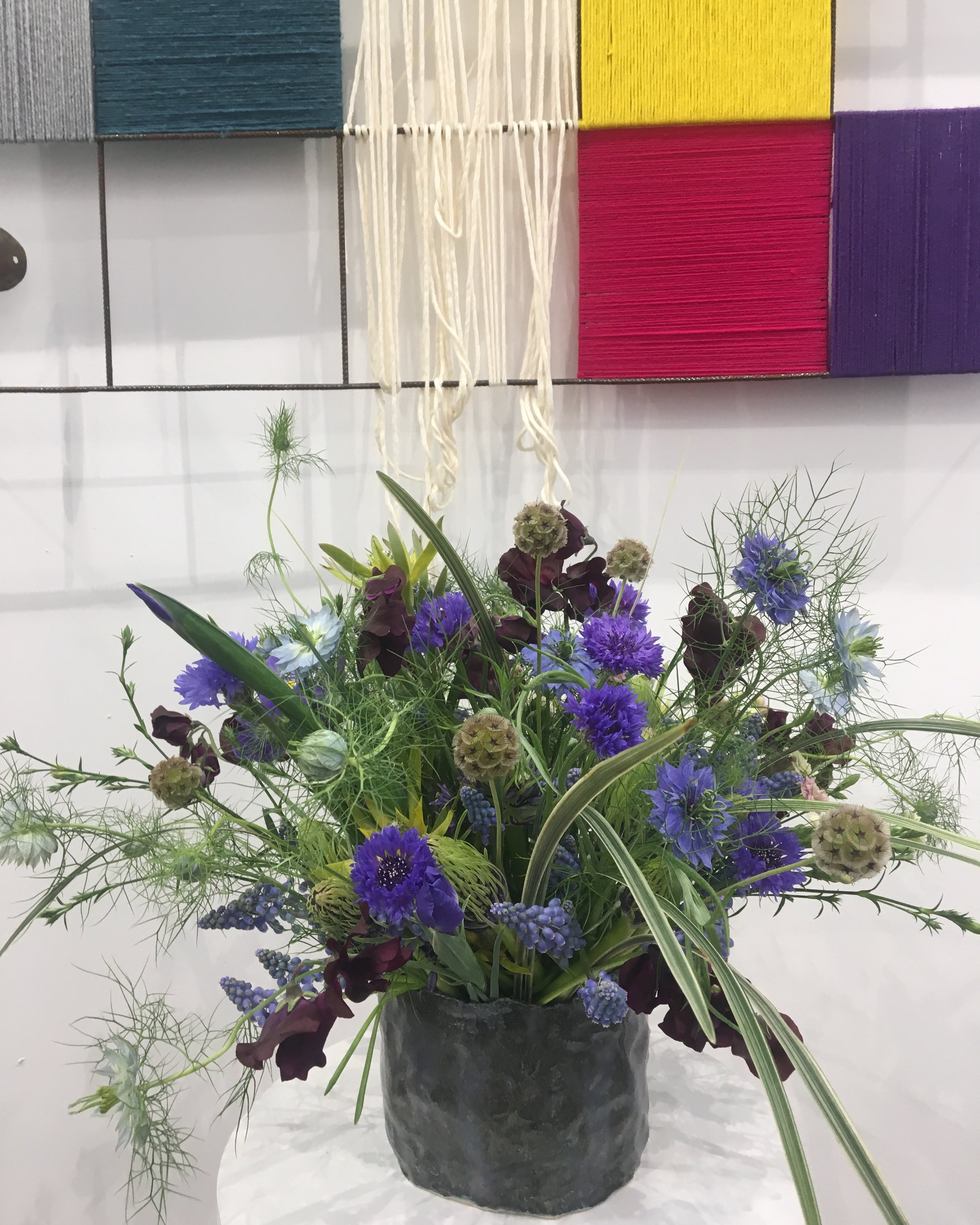Bouquet by Horty Poetry in front of a work of Michele Ciacciofera, Galerie Michel Rein, ArtBrussels, April 2019, ceramic vase by Formes Libres - photo Hortense T.
