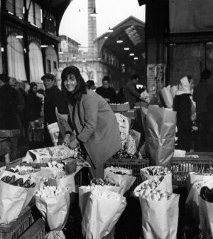 """services - Receive or offer flowers on a regular basisbouquet subscription   Weekly   bi-monthly   monthlyFor each event & celebration, horty poetry composes original creations according to your aspirationWedding   life events   BirthdayCocktail & reception   launch party   dinnerEditorial   advertising   production   set designproduct release   store front  … copyright robert doisneau """"Les Halles"""" paris 1968"""