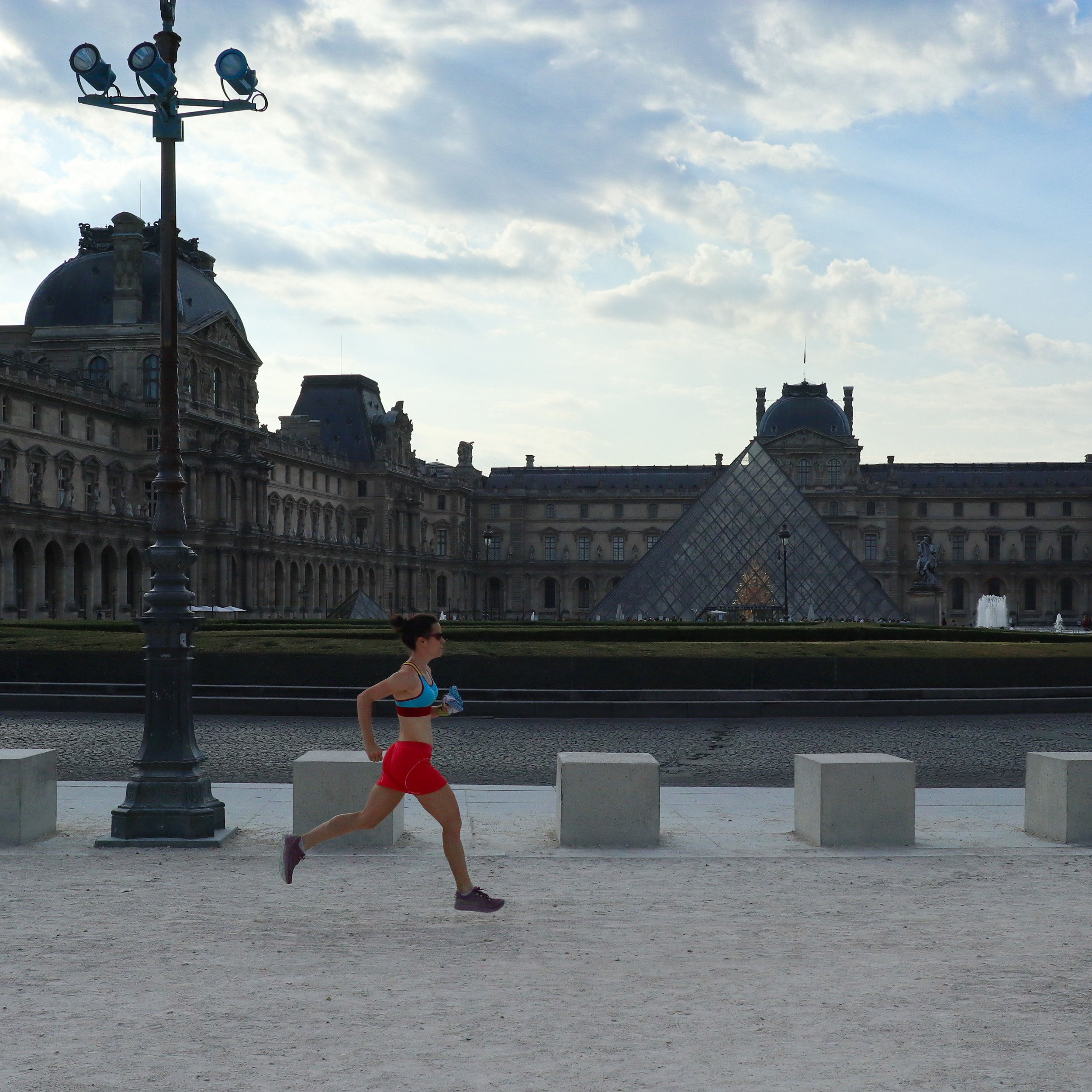 A lap around the Lourve.