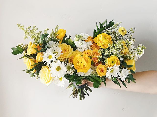 Sunshine Bouquet ☀️ . . . . . . #floral #flowers #bouquet #weddingbouquet #floralinspo #weddinginspo #weddingplanning #weddingflowers #floralgram #instafloral #moodforfloral #bloom #flowerlovers #wedding #weddingplanning #stylemepretty #utahflorist #utahwedding #ldsbride #bride #bridalbouquet #floraldesign #utahbride #utahweddingflorist #yellow #yellowbouquet #sunshine #saltlakebride #brideandgroom #summer #flowersoftheday