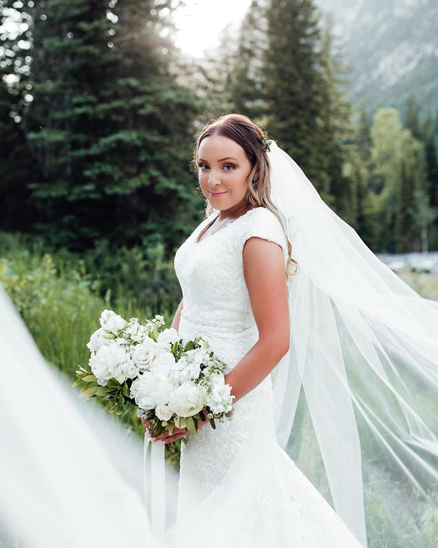 When the sweetest bride sends you some bridals and you can't decide which one to post. Just over here dying at how beautiful @veronica.smith__ 👰🏻 is and how talented @dukemoose 📸 is. . . . . . #bride #floral #wedding #weddingflowers #utahflorist #florist #mountain #mountainwedding #utahwedding #weddinginspo #flowers #bouquet #utah #utahbride